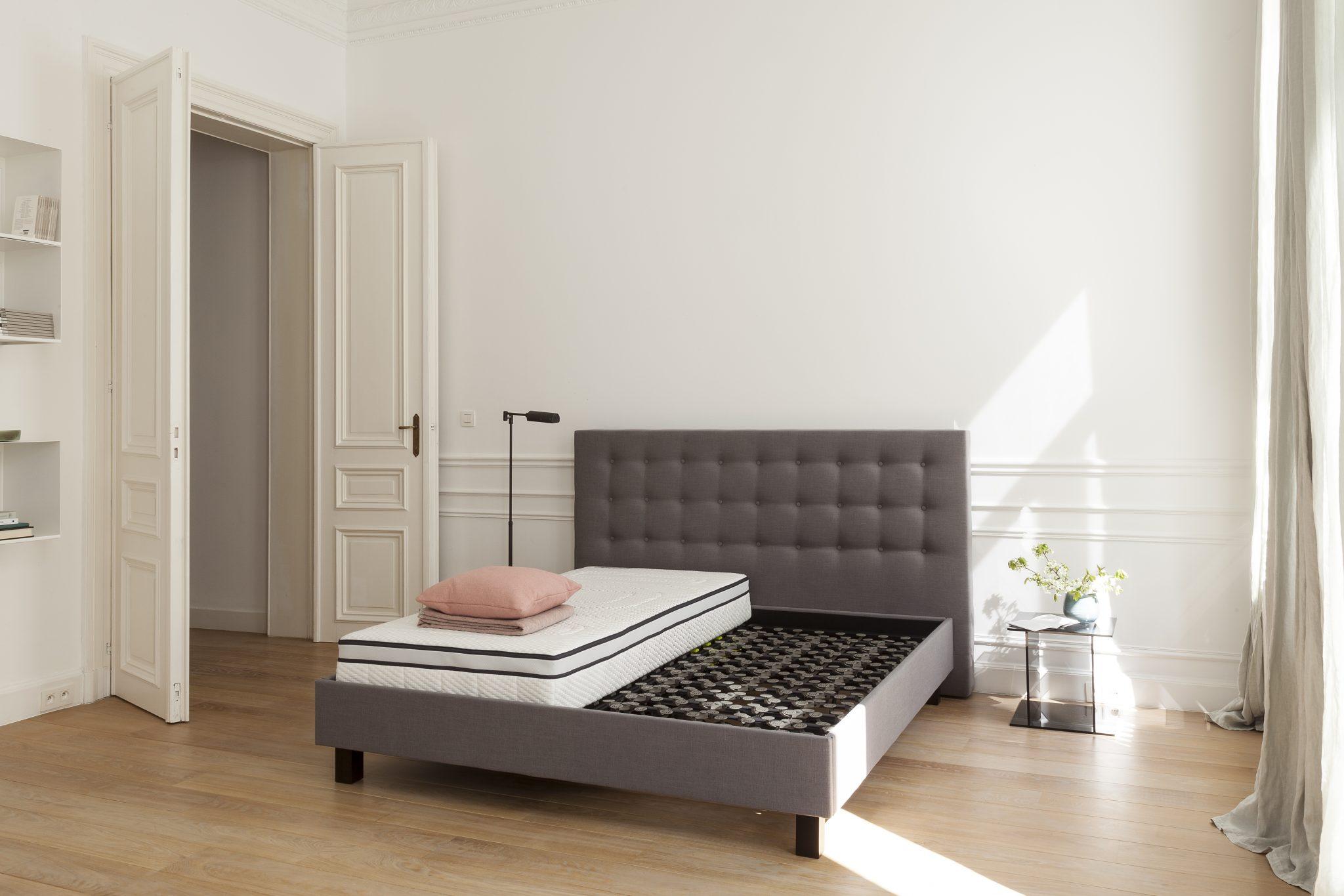 cadre de lit garni beka lattoflex au lit. Black Bedroom Furniture Sets. Home Design Ideas
